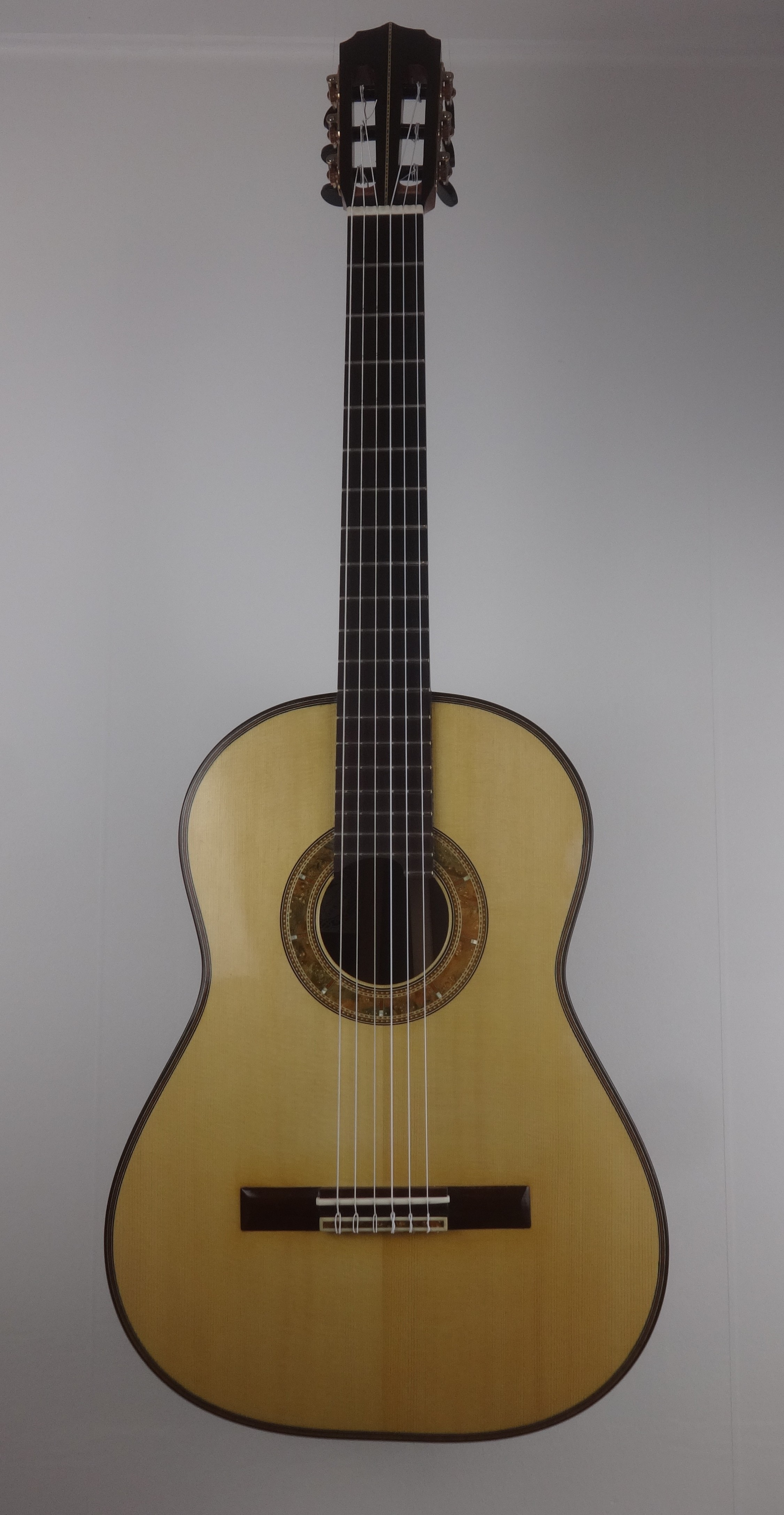 European spruce top with special rosette. 21 frets.